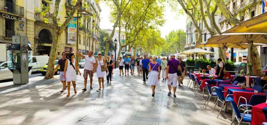 שדרת חנויות ומסעדות באירופה